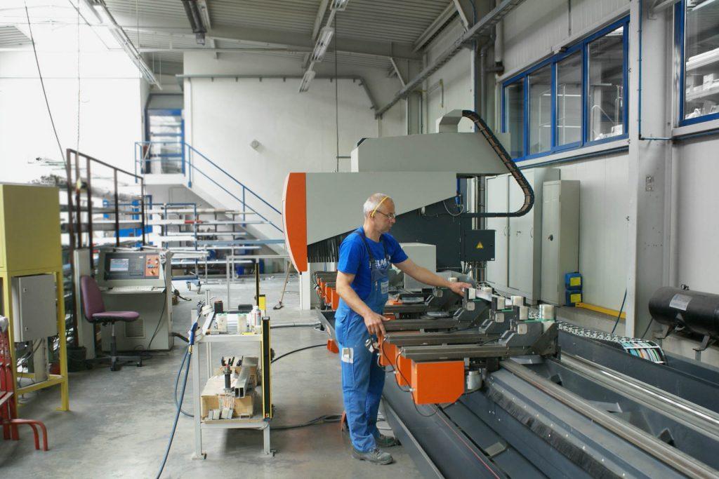 Maschinenpark: Bearbeitungszentrum elumatec SBZ 150