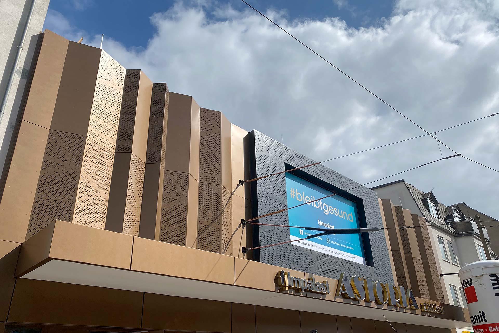 Projekte: Kino in Zwickau (2020) - Attika, Eingangstüren und Verkleidungen