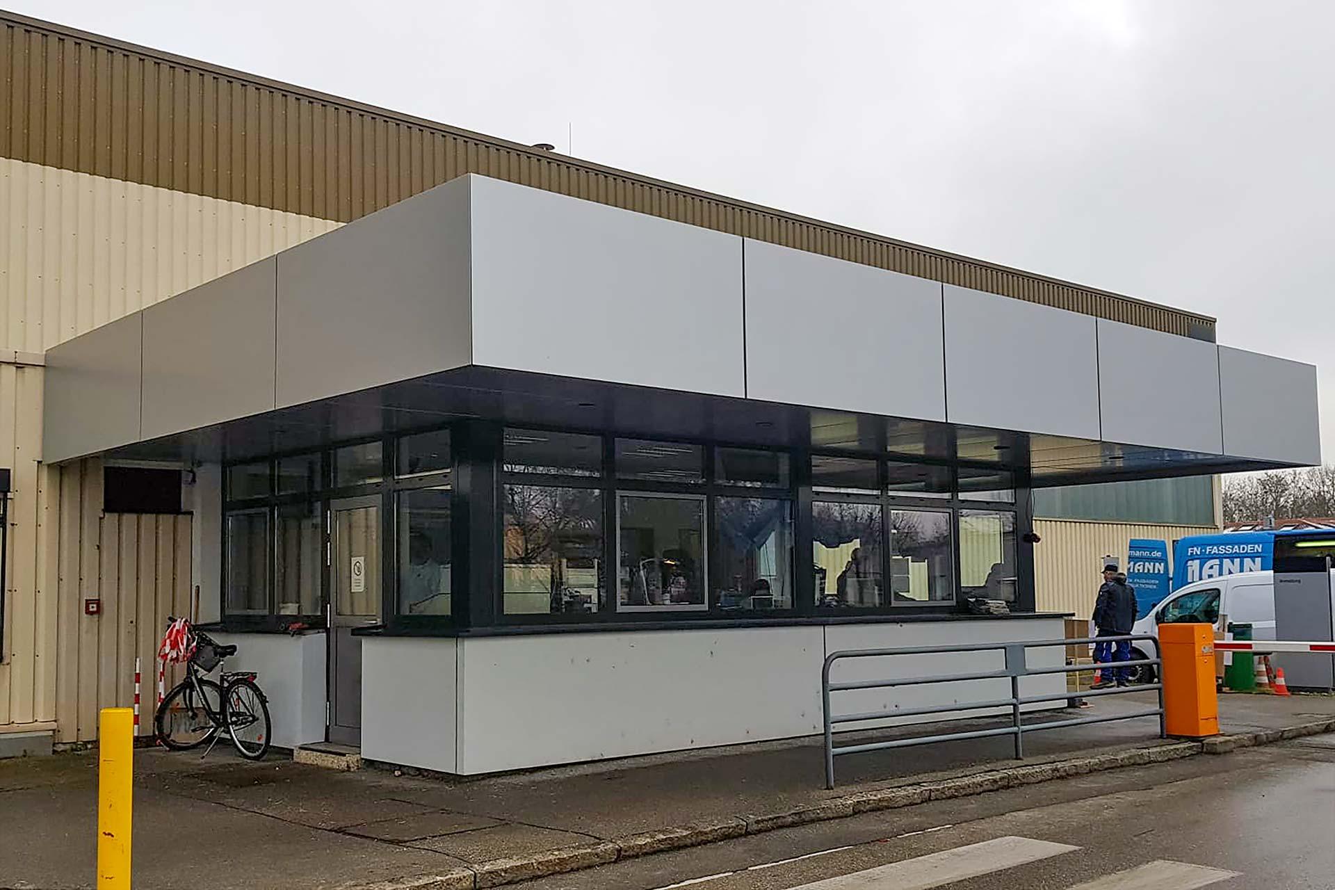 Projekte: MAN Truck & Bus SE München (2020) - Wechseln der Fenster- und Türfassade
